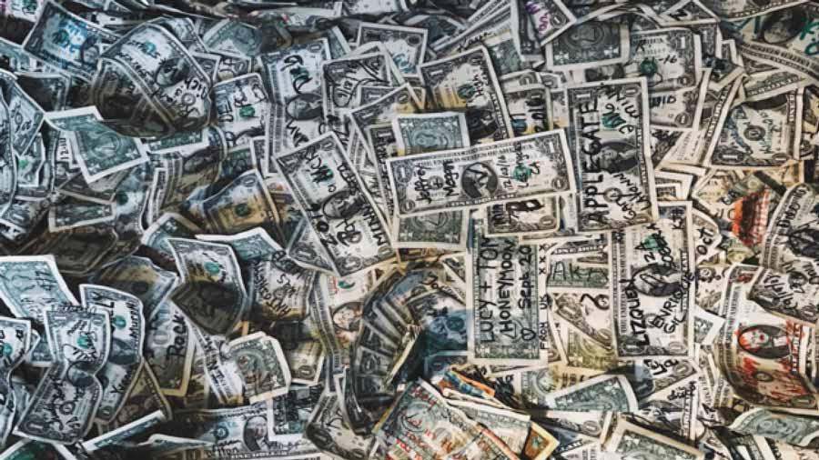 Money-on-wall-at-bar-in-Arizona