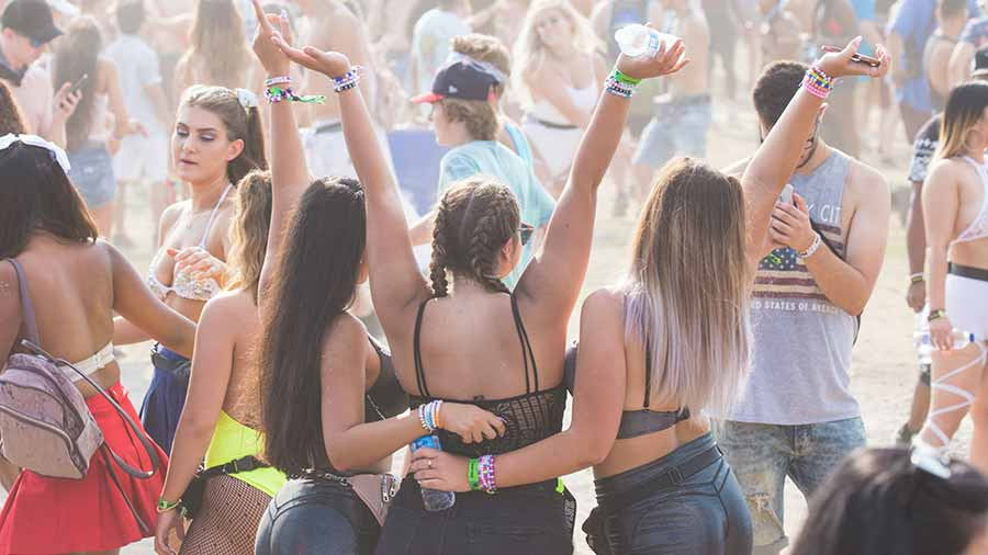 Ladies-posing-for-picture-at-festival