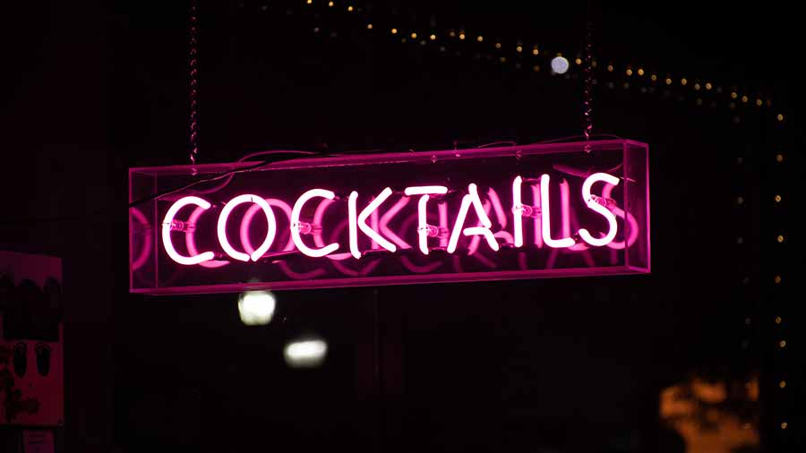 Neon-Cocktails-Sign